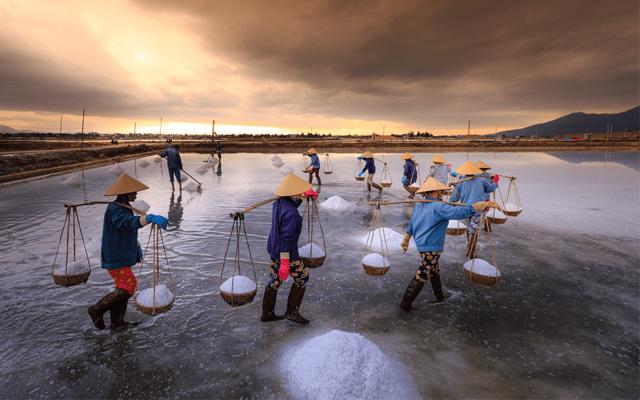 Khám phá làng muối Sa Huỳnh ở Quảng Ngãi