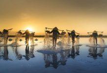 Trải nghiệm làng nghề làm muối dành cho du khách trong và ngoài nước